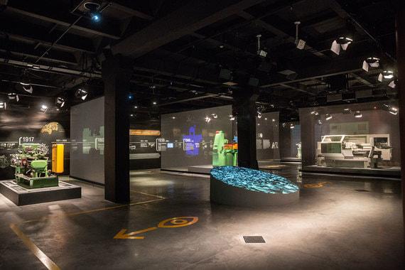 Значительную часть второго этажа занимает Музей станка, который создатели хотят сделать главной достопримечательностью не только «Октавы», но и Тулы