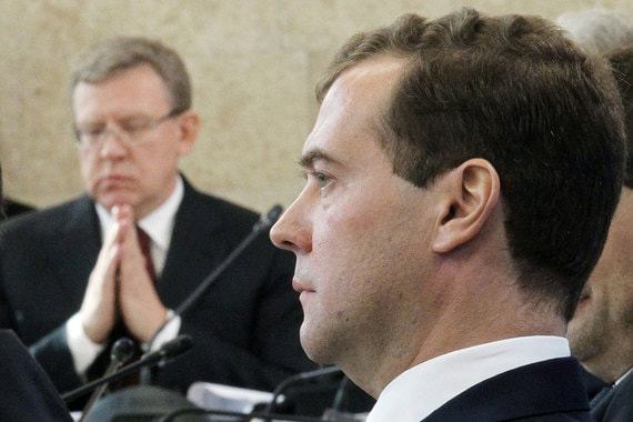 О работе Дмитрия Медведева: «Я предполагал, зная его [Медведева], зная проблемы и вызовы, которые встанут перед страной, что ему будет сложно с ними справиться. Скорее всего, он не сможет организовать работу должным образом. Сейчас прошло время, и я вижу, что так и произошло». 2014 г.