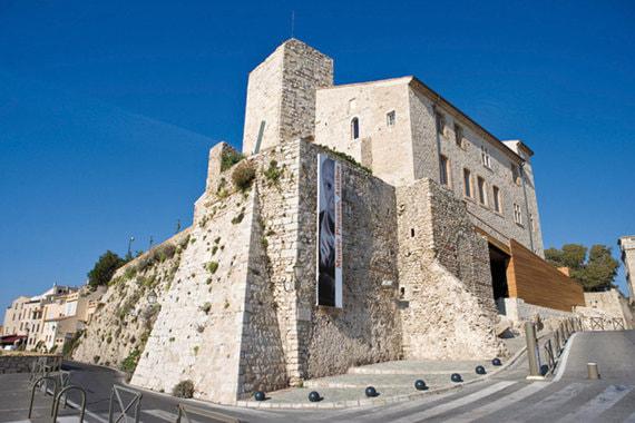 Музей Пикассо в Антибе – первый, посвященный художнику еще при жизни. Посмотреть на работы, созданные Пикассо во время пребывания на Лазурном берегу, приехали 141 000 человек