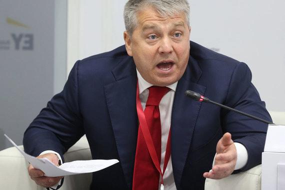 Генеральный директор «МРСК Центра» Олег Исаев во время сессии  «Цифровая трансформация электроэнергетики России: готовность к вызовам,  открытость к возможностям»
