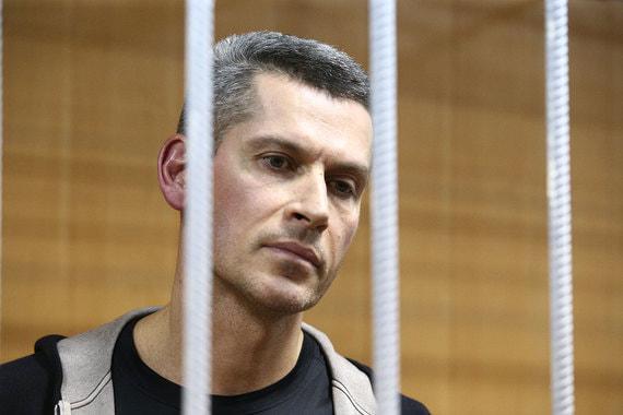 Зиявудин Магомедов во время заседания Тверского суда 31 марта. Зиявудина и его брата Магомеда подозревают в создании преступной группы с целью хищения бюджетных денег