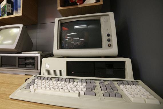 Первый компьютер архитектуры IBM PC «IBM 5150». На нём впервые было использовано сочетание клавиш Ctrl-Alt-Del для перезагрузки