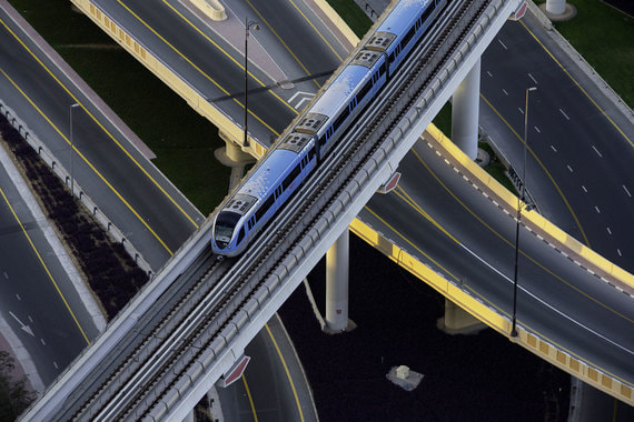 Всемирный экономический форум опубликовал ежегодный рейтинг стран по качеству автомобильных дорог. Кто его возглавил, а кто оказался аутсайдером – в фотогалерее «Ведомостей»Место: 1Страна: Объединённые Арабские Эмираты