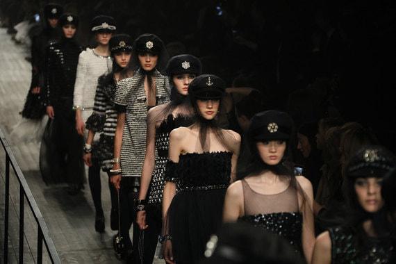 Модели на показе Chanel