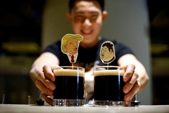 Названный в честь Трампа и Ким Чен Ына коктейль The Bromance (в переводе с английского «приятельские отношения между мужчинами»). Посетители, которые закажут сет, смогут забрать домой оформленные в тематике саммита стикеры Трампа и Кима и значок мира во всем мире