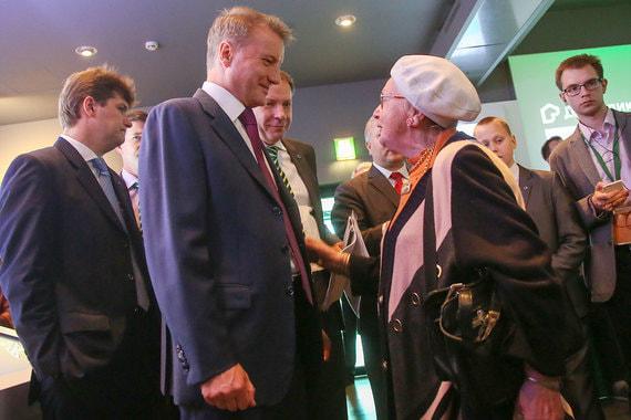 В кулуарах собрания Герман Греф лично общался с акционерами