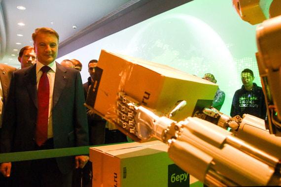 Также можно было познакомиться с антропоморфным роботом по имени Федор, который умеет переставлять коробки