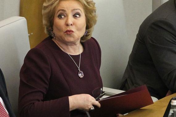Спикер Совета Федерации Валентина Матвиенко слушает доклад премьера Дмитрия Медведева