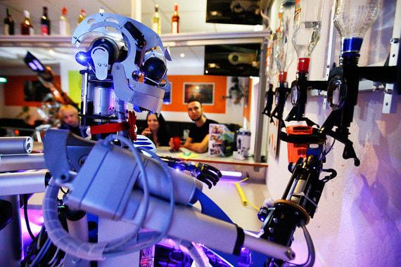 normal 1ckt Роботы теперь работают в барах и делают массаж
