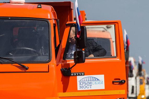 Президент Владимир Путин на Крымском мосту