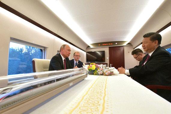 Из Пекина резиденты отправились в Тяньцзин на скоростном поезде «Хэсе», что означает «гармония»