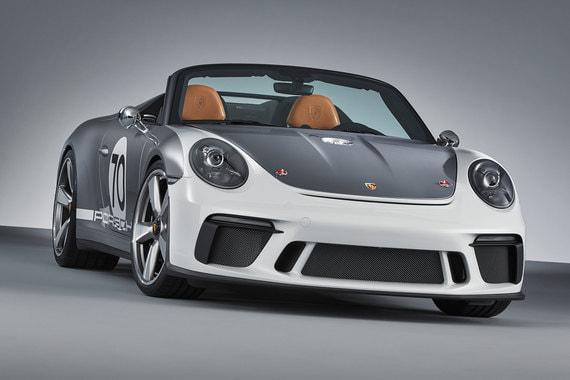 Технология привода базируется на современных версиях GT - 911 GT2 RS и 911 GT3 RS, разработан Porsche Motorsport. 6-цилиндровый оппозитный двигатель развивает мощность свыше 500 л. с. и раскручивается до 9000 об/мин