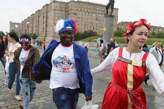 normal 1f4h Как москвичи и туристы отметили День России