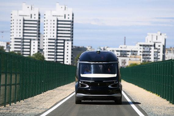 «Я ездил на подобном в Сингапуре, могу отметить, что наш автобус гораздо лучше, поздравляю его создателей», - заявил президент Татарстана Рустам Минниханов сразу же после поездки (сообщают «Вести Камаза»)