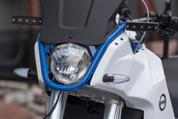 Использование электромотоцикла в среднем в 12 раз дешевле расходов на топливо у мотоциклов на бензиновом двигателе: 100 км пути бензинового мотоцикла обходится в 236 руб., для электромотоцикла — от 13 до 36 руб. Стоимость самого электроцикла не сообщается, но она в три раза ниже, чем европейских аналогов, сообщила мэрия