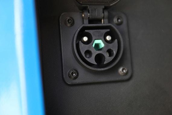Электромобили переданы столичной полиции для тестирования, сообщила столичная мэрия