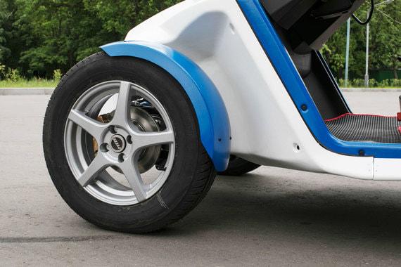 Масса трицикла - 500 кг, электромотоцикла - 250 кг