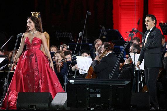 Российская оперная певица Аида Гарифуллина и перуанский оперный певец Хуан Диего Флорес