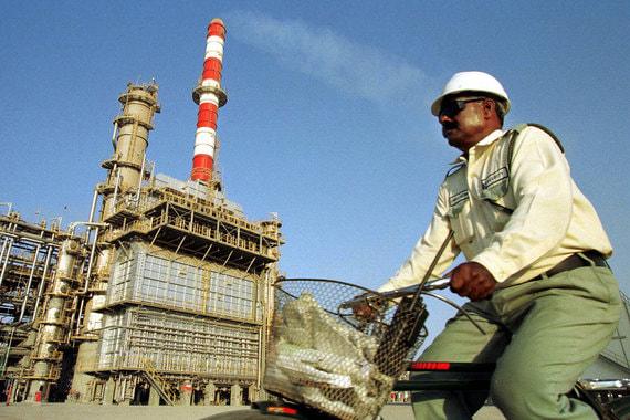 Объединенные Арабские Эмираты добывали2,97 млн баррелей в сутки, а экспортировали 2,38 млн баррелей в 2017 г., приводит данные ОПЕК. BP приводит другие цифры по добыче:3,94 млн баррелей в сутки