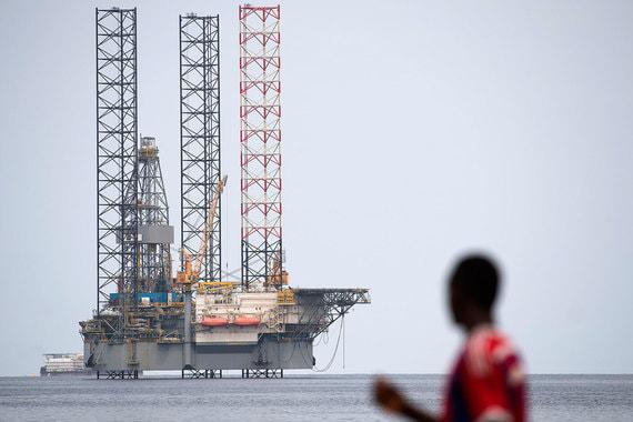 Габон вернулся в состав картеля в июле 2016 г. ОПЕК оценивает добычу страны в 2017 г. в 210 000 баррелей в сутки, экспорт – в 188 400 баррелей в сутки. По данным BP, в прошлом году Габон добывал 200 000 баррелей в сутки