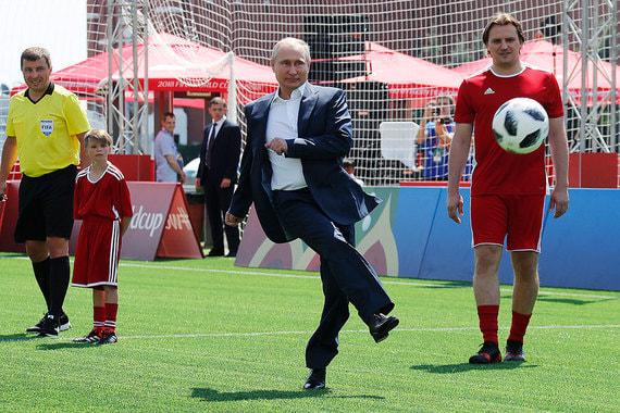 normal 12ni Путин сыграл в футбол на Красной площади