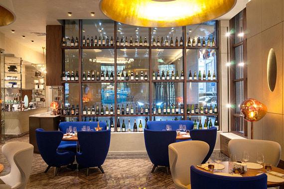 Twins Wine Space расположен на первом этаже отеля St. Regis