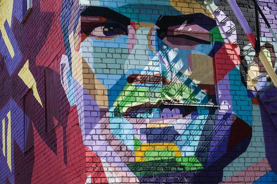 Граффити с изображением португальского футболиста Роналду в Казани