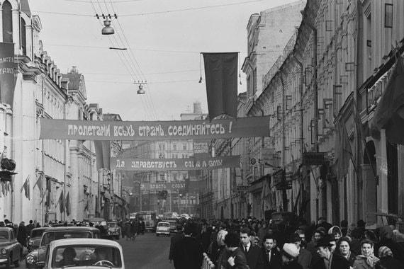 Улица 25-го октября в дни празднования 50-летия Советской власти в 1967 г.