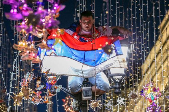 Никольская улица стала «улицей мира» и неформальной фан-зоной болельщиков во время чемпионата мира по футболу в России. Какие еще события пережила Никольская – в фотогалерее «Ведомостей»