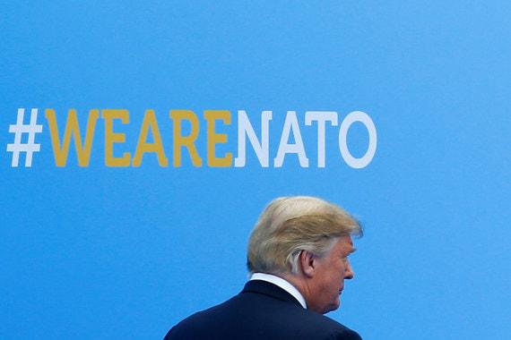 Германия заключает газовые сделки с Москвой и «платит России миллиарды и миллиарды долларов в год», в то время как США приходится оплачивать защиту европейских стран от России, заявил Трамп: «Мы защищаем Германию, мы защищаем Францию, мы защищаем все эти страны. А потом многие эти страны идут и заключают трубопроводную сделку с Россией и платят миллиарды долларов в российскую казну»