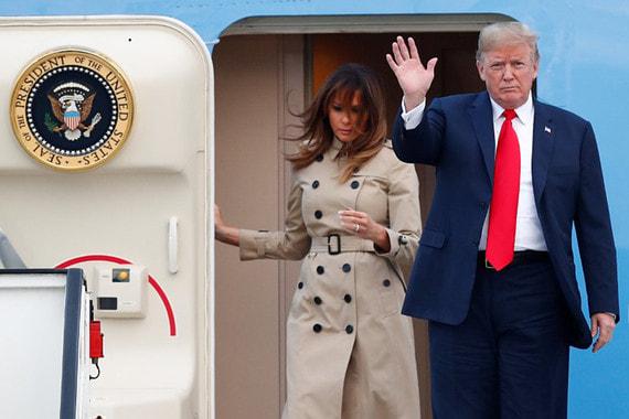 Дональд Трамп прилетел в Брюссель накануне саммита (на фото вместе с Меланией Трамп). По сообщению местной газеты Le Soir,  в аэропорту президента США встретил только представитель бельгийского МИДа – король Филипп, премьер-министр Шарль Мишель и министр иностранных дел Дидье Рейндерс в это время смотрели  матч Бельгия – Франция