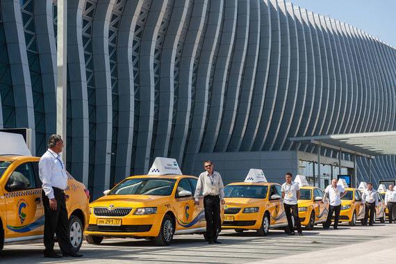 Аэропорт в Симферополе построен в 2018 г. по проекту российского архитектурного бюро UNK project. В основе концепции проекта – аэропорт-сад и морские волны