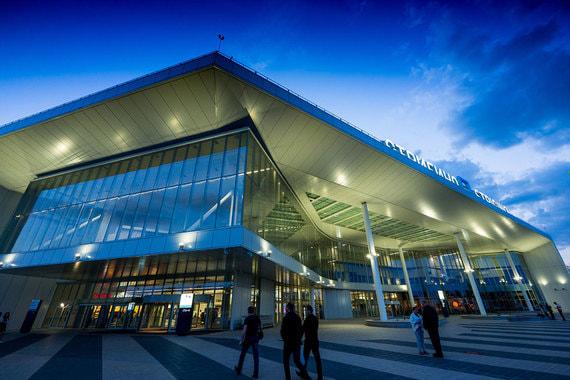 Новый терминал аэропорта Стригино в Нижнем Новгороде открылся в 2017 г. Здание строили на маленьком участке, между существующим терминалом и другими инфраструктурными объектами