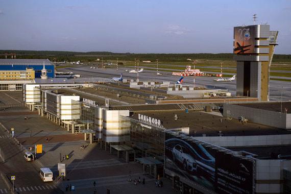 Аэропорт «Кольцово» в Екатеринбурге - первый проект холдинга «Аэропорты регионов». Построен в 2014 г. Фасады аэропорта весьма лаконичны - самое интересное архитекторы спрятали внутри