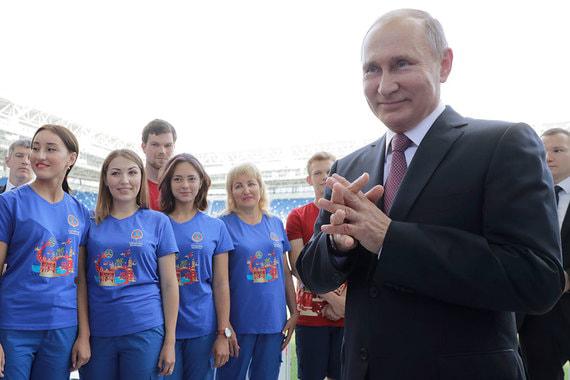 По словам президента России, ни один из предложенных вариантов пенсионной реформы ему не нравится, но нужно думать о перспективе. «Когда меня спрашивали, какой из различных вариантов мне нравится, я как тогда, так и сейчас могу сказать — никакой. Мне никакой не нравится, связанный с повышением пенсионного возраста», — заявил Владимир Путин во время поездки в Калининград