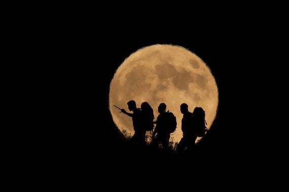 normal 1r9x «Кровавая луна» и полное затмение в разных точках Земли