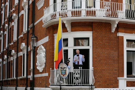Австралийский программист, журналист и основатель WikiLeaks Джулиан Ассанж с 2012 г. находится в здании посольства Эквадора в Лондоне. WikiLeaks – международная организация, которая с 2006 г. публикует секретную информацию, полученную из анонимных источников или при утечке данной информации. В 2010 г. ресурс опубликовал секретные документы госдепартамента США. США начали расследование в отношении Ассанжа по подозрению в нарушении закона о шпионаже