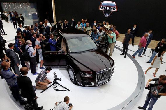 Российский бренд Aurus на Московском международном автосалоне представил гибридные Aurus «Сенат» в двух версиях – седан и лимузин