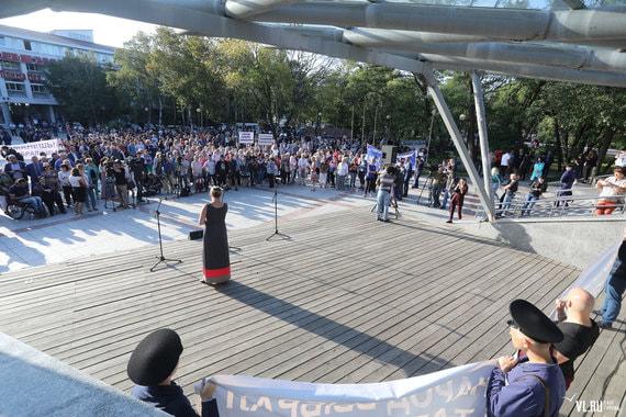 В среду, 19 сентября, во Владивостоке на площадке у Дома молодежи прошел митинг в поддержку врио губернатора, кандидата от «Единой России» Андрея Тарасенко