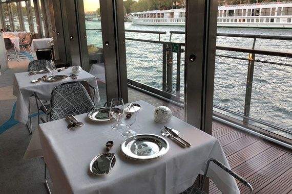 normal 1ra8 Ален Дюкасс открыл плавучий ресторан на Сене