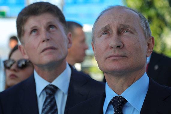Владимир Путин увидел для Олега Кожемяко (слева) новые кадровые перспективы в Приморье