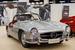 Именно этот способ стал самым популярным среди автомобилей с дверями, открывающимися вверх. По всей видимости, первым серийным купе с «крыльями чайки» стал Mercedes-Benz 300 SL образца 1954 г. Это была гражданская версия гоночной машины 1952 г., и представлена она была впервые не на европейских автосалонах, франкфуртском или женевском, а в Нью-Йорке, с расчетом на стремительно росший американский рынок. Это была первая серийная машина с непосредственным впрыском топлива и самая быстрая на тот момент серийная машина в мире