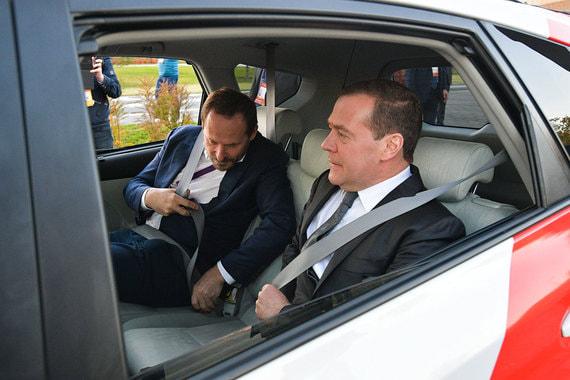 normal 1ffe Медведев и Волож протестировали беспилотный автомобиль «Яндекса»