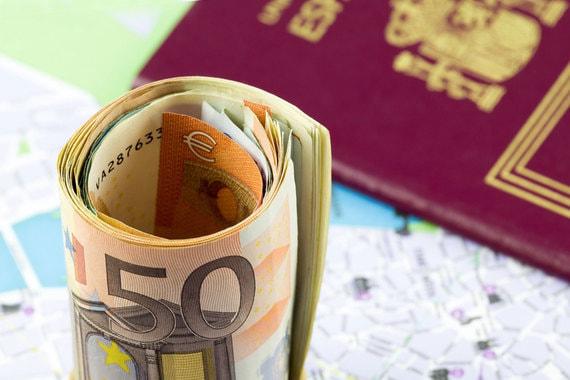 Сейчас гражданство с помощью программы «золотых виз» продают четыре страны,  а еще 12 ee886291c1c
