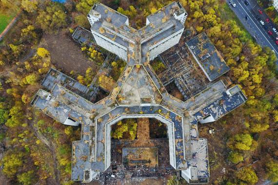 Как сносят один из самых известных долгостроев Москвы – Ховринскую больницу