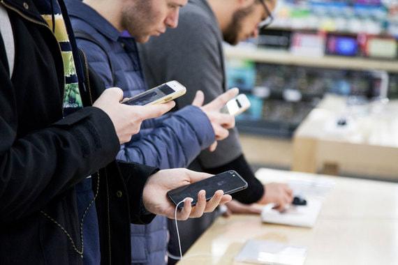 normal 1sqo Россияне покупают все более дорогие смартфоны – средний чек за год вырос на 20%