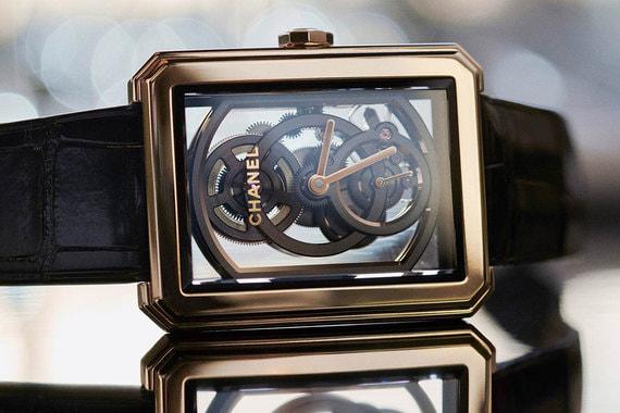 Лучшими женскими часами второй год подряд признаются изделия Chanel. В прошлом году победили Premiere Camellia Skeleton, первые женские часы Chanel, оснащенные механизмом собственного производства (Calibre 2). В этом году - модель Boy-Friend Skeleton: скелетон с двумя циферблатами (отдельно с часовой и минутной и секундными стрелками), ручным подзаводом и запасом хода 55 часов стоимостью 53 900 франков