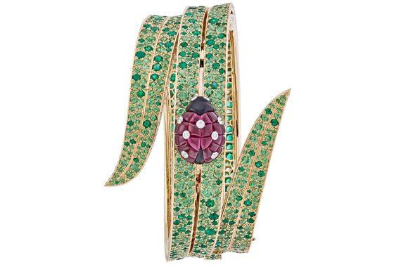 Лучшие ювелирные часы года в исполнении Van Cleef & Arpels. Secret de Coccinelle со скрытым циферблатом. Уникальная модель оценена в 1,09 млн франко