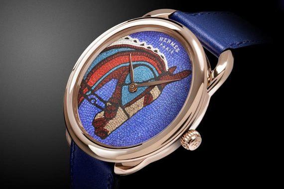 Победитель в номинации «Художественное мастерство» - Arceau Robe du soir, Hermès. Профиль лошади на выполнен из прямоугольных кожаных квадратов. Этот рисунок вдохновлен шелковым каре Hermes Robe du Soir. Серия из 12 экземпляров, 52 000 франков