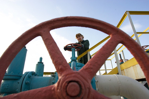 Производители нефти обсуждают сокращение добычи, чтобы остановить падение цен